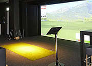 Golfsimulator Indoor und Putting Green Outdoor Bild Related