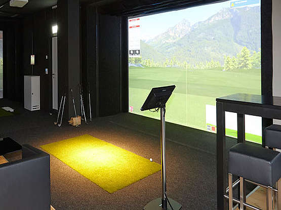Golfsimulator Indoor und Putting Green Outdoor